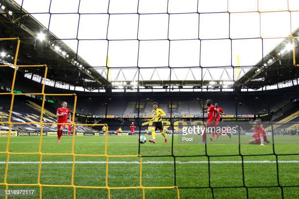 Jadon Sancho of Borussia Dortmund scores his team's third goal during the Bundesliga match between Borussia Dortmund and RB Leipzig at Signal Iduna...