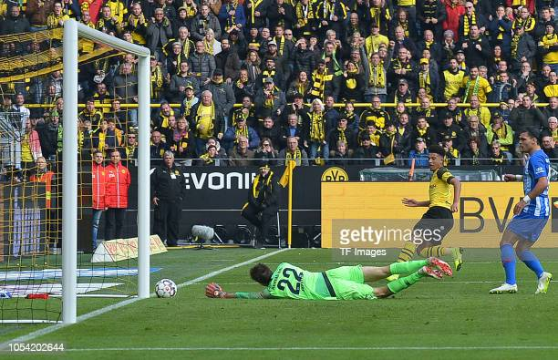 Jadon Sancho of Borussia Dortmund scores the team`s first goal during the Bundesliga match between Borussia Dortmund and Hertha BSC at Signal Iduna...