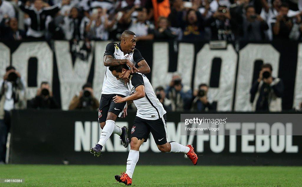 Corinthians v Coritiba - Brasileirao Series A 2015