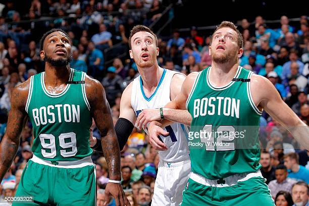 Jae Crowder and David Lee of the Boston Celtics box out Frank Kaminsky of the Charlotte Hornets on December 23 2015 at Time Warner Cable Arena in...