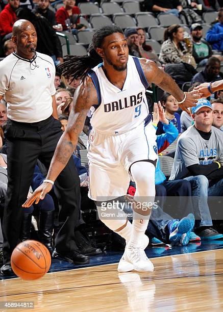 Jae Crowder of the Dallas Mavericks drives against the Philadelphia 76ers on November 13 2014 at the American Airlines Center in Dallas Texas NOTE TO...