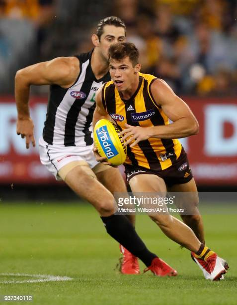 Jaeger O'Meara of the Hawks in action during the 2018 AFL round 01 match between the Hawthorn Hawks and the Collingwood Magpies at the Melbourne...