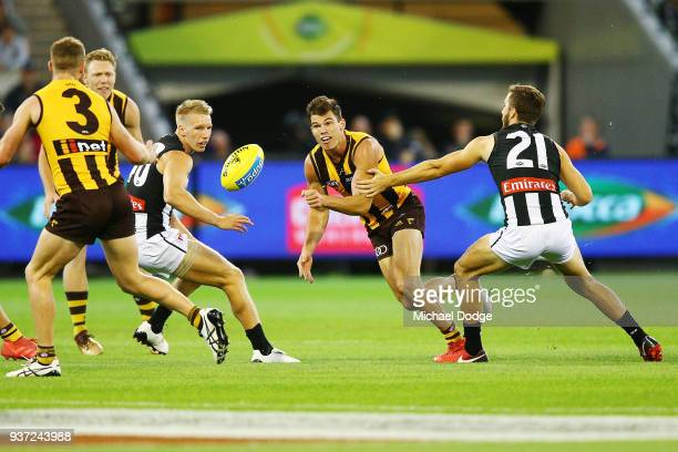 Jaeger O'Meara of the Hawkshandballs to Tom Mitchell of the Hawks during the round one AFL match between the Hawthorn Hawks and the Collingwood...