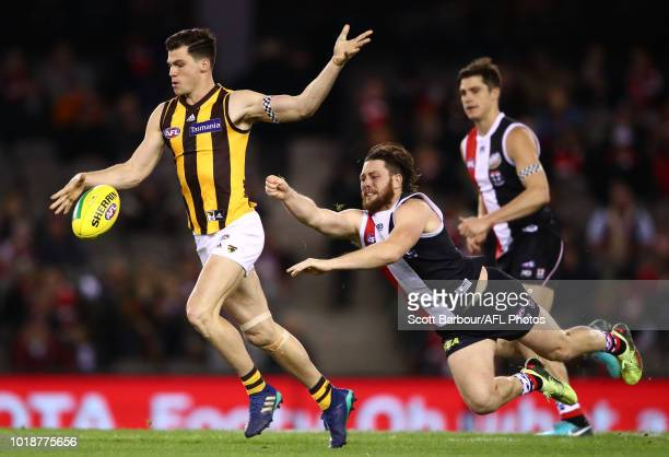 Jaeger O'Meara of the Hawthorn Hawks beats the tackle of Jack Steven of the Saints during the round 22 AFL match between the St Kilda Saints and...