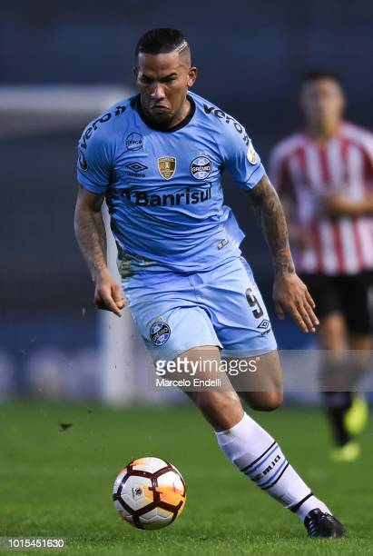 Jael of Gremio drives the ball during a round of sixteen first leg match between Estudiantes de La Plata and Gremio as part of Copa CONMEBOL...