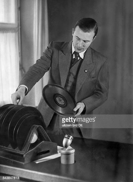 Jaenisch Julius Radio newscaster Radio host Germany*06101890 is selecting records for his program Photographer Curt Ullmann Published by 'Sieben...