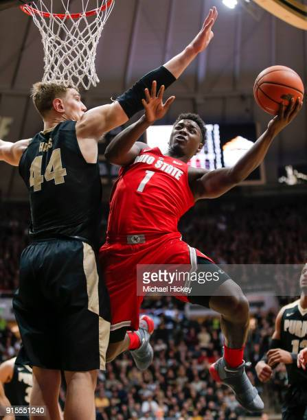 Jae'Sean Tate of the Ohio State Buckeyes shoots the ball against Isaac Haas of the Purdue Boilermakers at Mackey Arena on February 7 2018 in West...