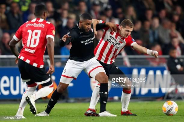 Jafar Arias of FC Emmen Daniel Schwaab of PSV during the Dutch Eredivisie match between PSV v FC Emmen at the Philips Stadium on October 20 2018 in...