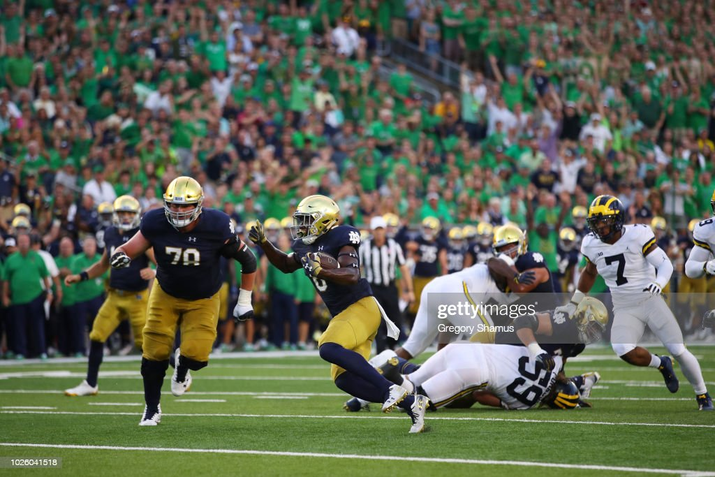 Jafar Armstrong of the Notre Dame Fighting Irish runs the ...