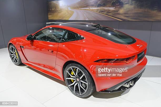 jaguar f-type svr vista posteriore auto sportive biposto - jaguar foto e immagini stock