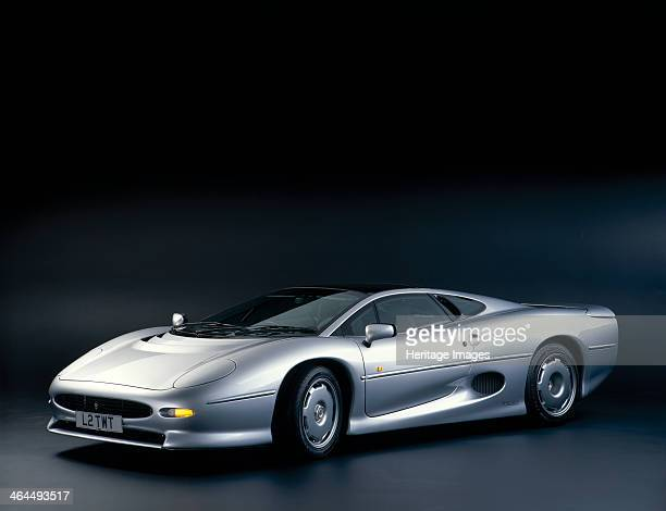 Jaguar XJ 220 The first new roadgoing Jaguar sports car to appear in 27 years the XJ 220 was conceived as a modified Group B racer A 'Saturday Club'...