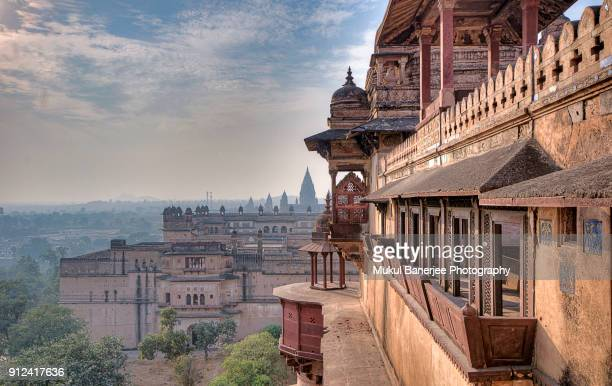 jahangir mahal inside orchha fort complex, orchha, madhya pradesh, india - madhya pradesh stock pictures, royalty-free photos & images