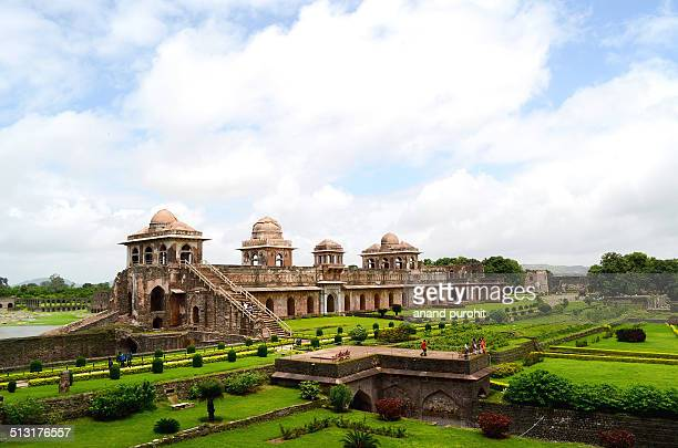 jahaz mahal (ship's palace) mandu, madhya pradesh - madhya pradesh stock pictures, royalty-free photos & images