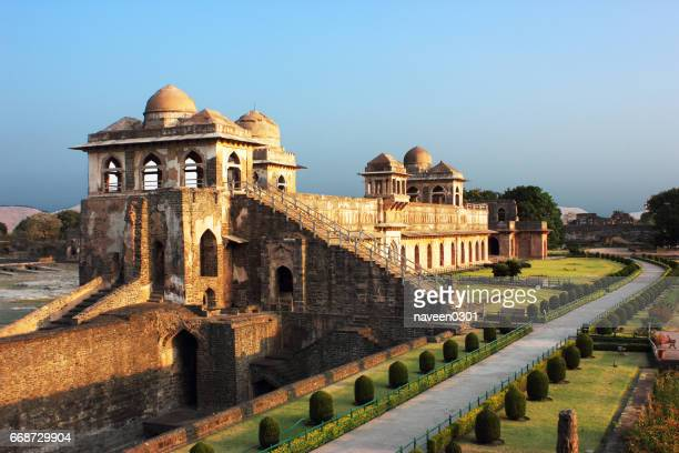 jahaz mahal/ship palace  in mandu, india - madhya pradesh stock pictures, royalty-free photos & images