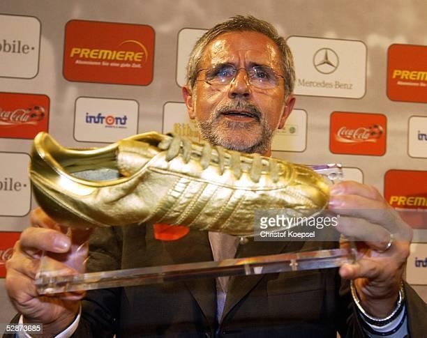 Jahre Bundesliga Koeln Jubilaeumsfeier Gerd MUELLER mit dem Goldenen Schuh