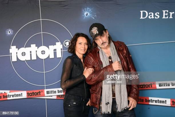 25 Jahre LenaOdenthalTatort Fototermin am in Hamburg Andreas Hoppe ist ein deutscher Schauspieler Ulrike Folkerts ist eine deutsche Schauspielerin...