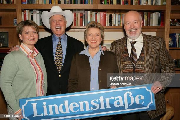 20 Jahre Lindenstraße TV Serie Gastauftritt von Hollywood Star Larry Hagman in der ARDSerie Lindenstraße Mit dabei Andrea Spatzek Larry Hagman...