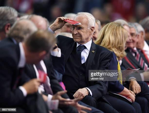 FUSSBALL 1 BUNDESLIGA SAISON Jahreshauptversammlung beim FC Bayern Muenchen Verwaltungsbeirat Vorsitzender und Aufsichtsrat Dr Edmund Stoiber
