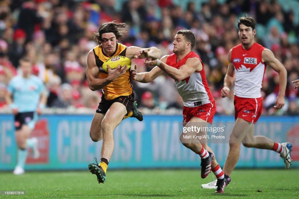 AFL Rd 13 - Sydney v Hawthorn : News Photo