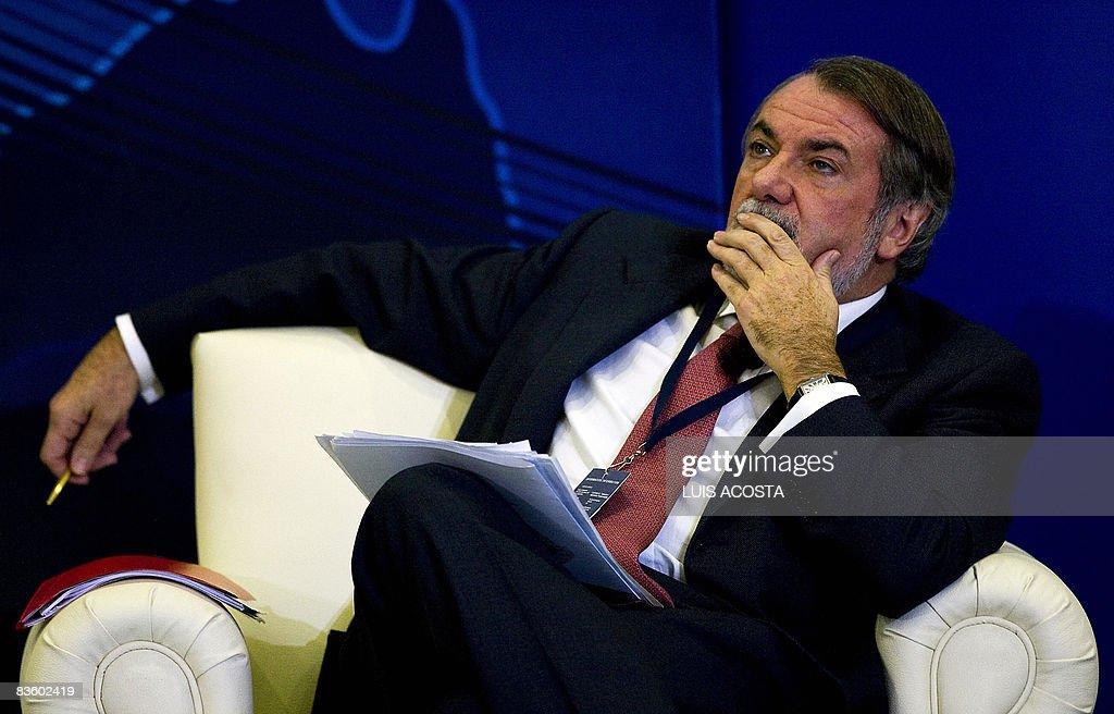Jaime Mayor Oreja, chief of the Spanish : Fotografía de noticias