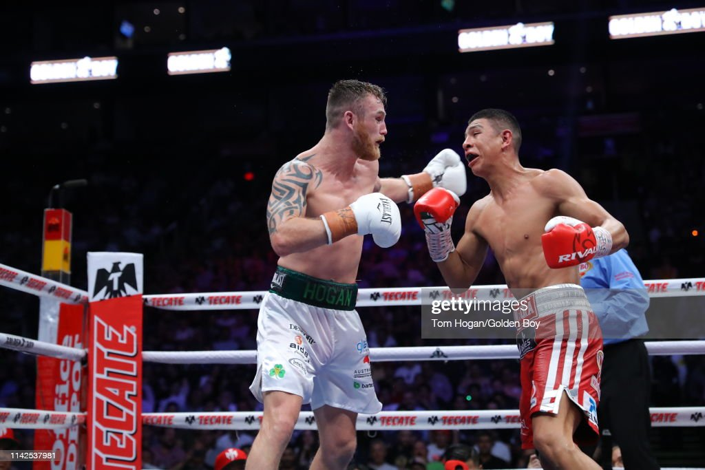 Jaime Munguia vs Dennis Hogan : News Photo