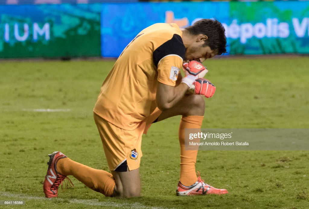 Jaime Penedo goalkeeper of Panama during the match between Costa Rica and Panama as part of the FIFA 2018 World Cup Qualifiers at Estadio Nacional on June 08, 2017 in San Jose, Costa Rica.