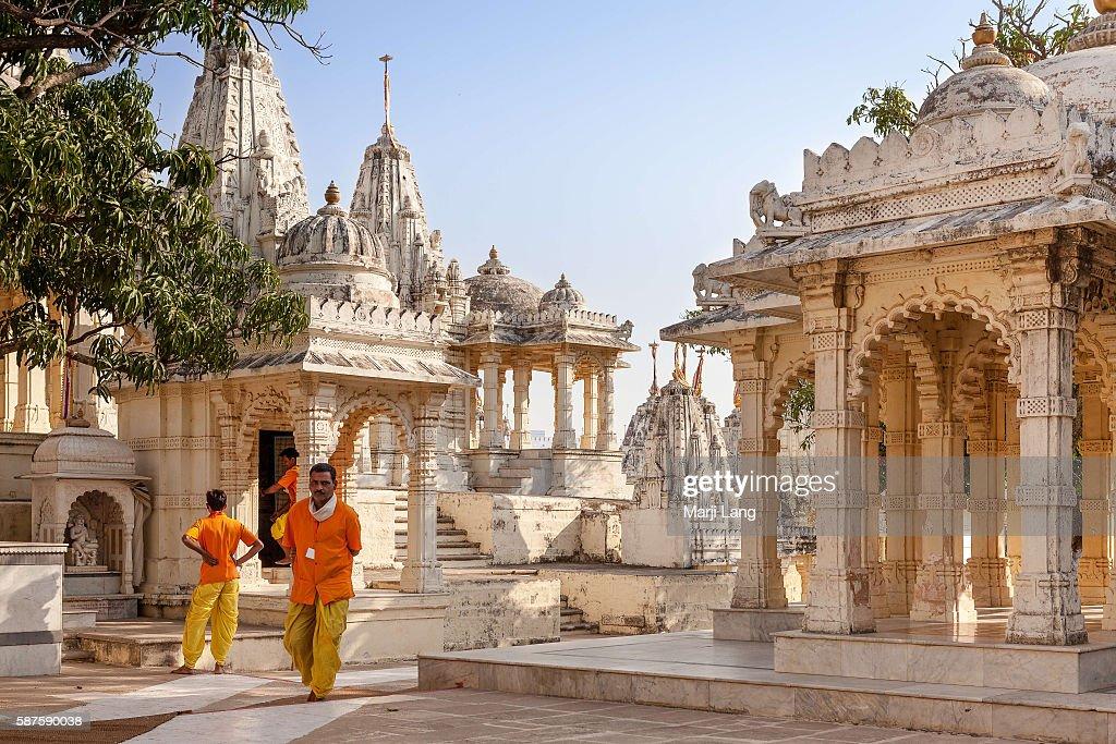 Jain priests in Palitana temples complex on Shatrunjaya hill... : News Photo