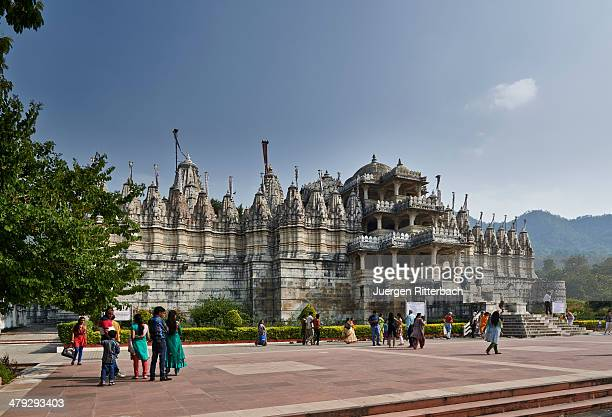 jain tempel ranakpur chaumukha mandir - jain temple stock photos and pictures