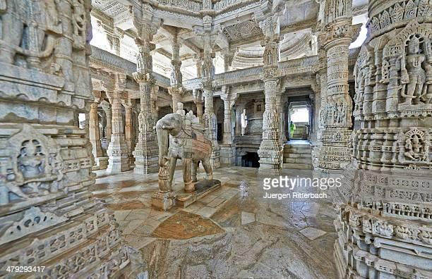 jain tempel ranakpur chaumukha mandir - ranakpur temple stock photos and pictures