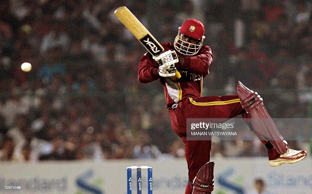 West Indies  cricketer Chris Gayle plays : News Photo