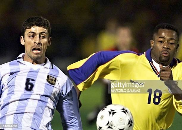 Jairo Castillo of Colombia and Walter Samuel of Argentina compete for the ball 29 June 2000 in Bogota during an elimination game of World Cup 2002 El...