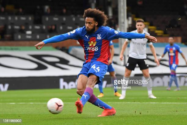Jairo Riedewald of Crystal Palace scores his team's first goal during the Premier League match between Fulham and Crystal Palace at Craven Cottage on...