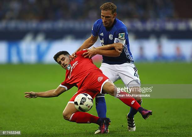 Jairo Samperio of FSV Mainz 05 battles for the ball with Benedikt Howedes of Schalke during the Bundesliga match between FC Schalke 04 and 1 FSV...