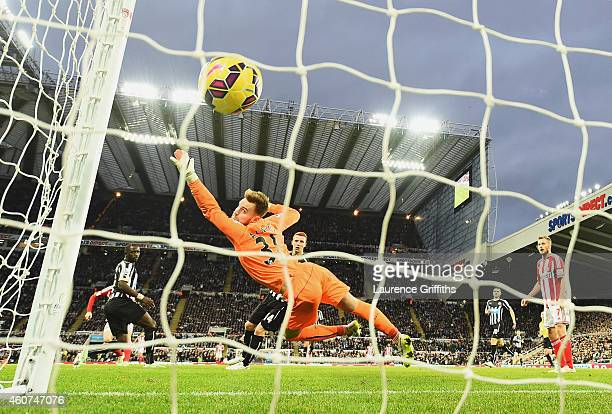 Jak Alnwick of Newcastle United fails to stop the shot by Adam Johnson of Sunderland during the Barclays Premier League match between Newcastle...