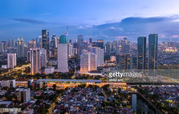 jakarta central business district blue hour from birdview - java indonesia fotografías e imágenes de stock