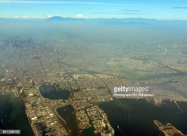 jakarta city - llanura costera fotografías e imágenes de stock