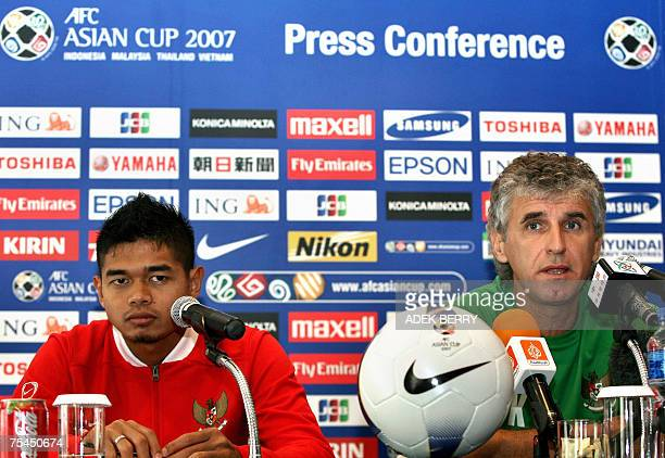 Indonesian national football team player Bambang Pamungkas and head coach Ivan Kolev attend a press conference in Jakarta 17 July 2007 Indonesia will...
