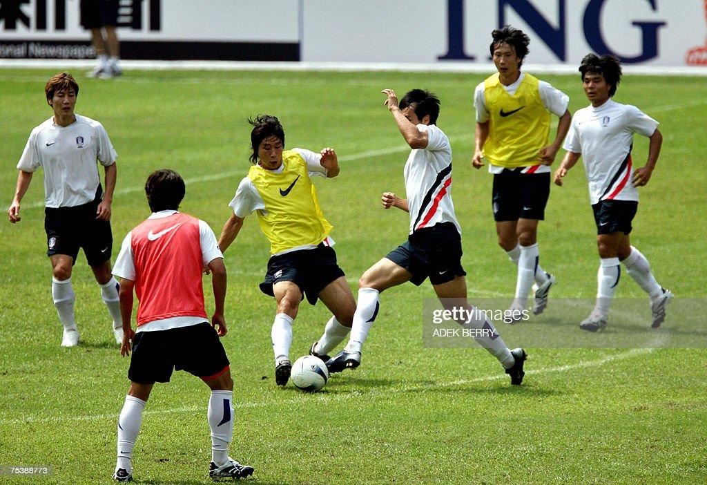 South Korean national football team players vie for the ball