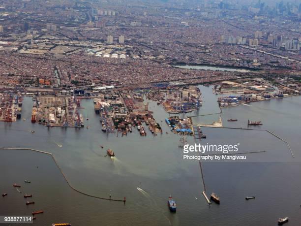 jakarta port - llanura costera fotografías e imágenes de stock