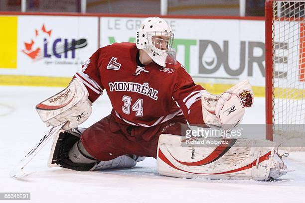 Jake Allen of the Montreal Juniors makes a glove save during the game against the Lewiston Maineiacs at the Verdun Auditorium on March 1 2009 in...
