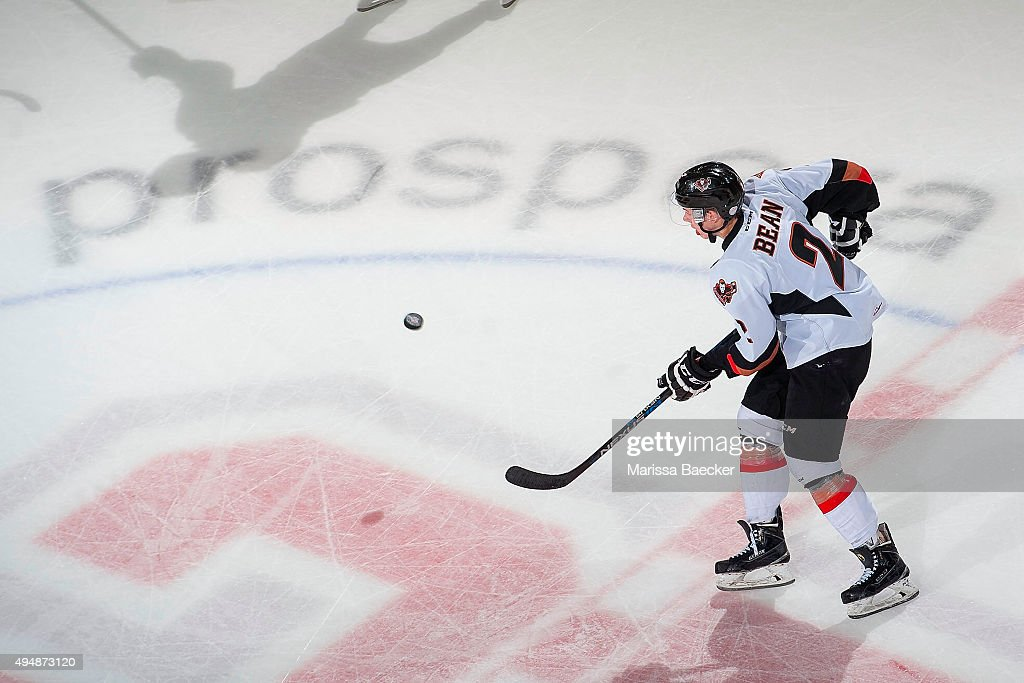 Calgary Hitmen v Kelowna Rockets : News Photo