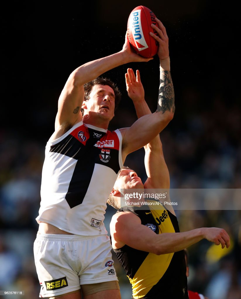 Jake Carlisle of the Saints and Josh Caddy of the Tigers compete for the ball during the 2018 AFL round 10 match between the Richmond Tigers and the St Kilda Saints at the Melbourne Cricket Ground on May 26, 2018 in Melbourne, Australia.