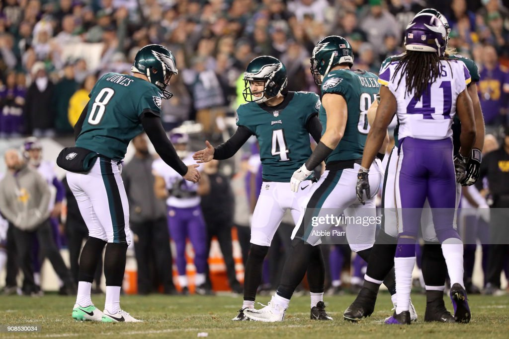 Jake Elliott #4 is congratulated by Donnie Jones #8 of the Philadelphia Eagles after kicking a second quarter field goal against the Minnesota Vikings in the NFC Championship game at Lincoln Financial Field on January 21, 2018 in Philadelphia, Pennsylvania.