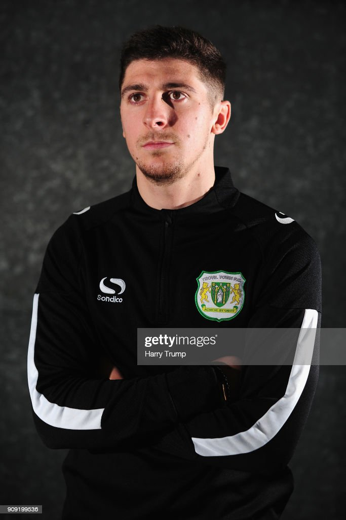 Yeovil Town Media Access Ahead of FA Cup Fourth Round : Nachrichtenfoto