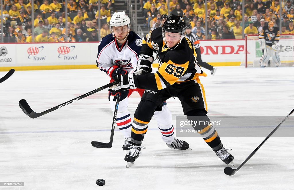 Jake Guentzel #59 of the Pittsburgh Penguins handles the puck against William Karlsson #25 of the Columbus Blue Jackets in Game Five of the Eastern Conference First Round during the 2017 NHL Stanley Cup Playoffs at PPG Paints Arena on April 20, 2017 in Pittsburgh, Pennsylvania.