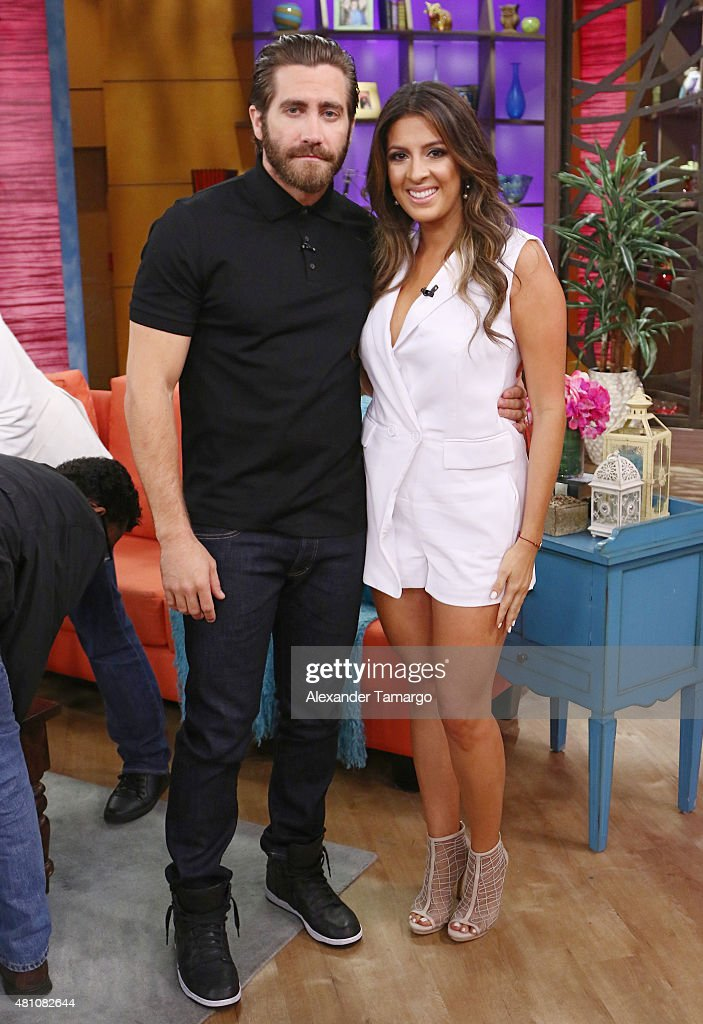 ¿Cuánto mide Jake Gyllenhaal?  - Real height - Página 2 Jake-gyllenhaal-and-maity-interiano-are-seen-on-the-set-of-despierta-picture-id481082644