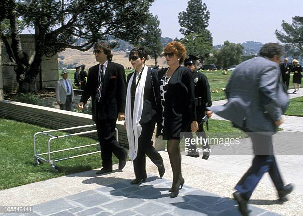 Jake Hooker Liza Minnelli and Lorna Luft during Funeral for Sammy Davis Jr May 18 1990 at Forest Lawn Memorial Park in Los Angeles California United...