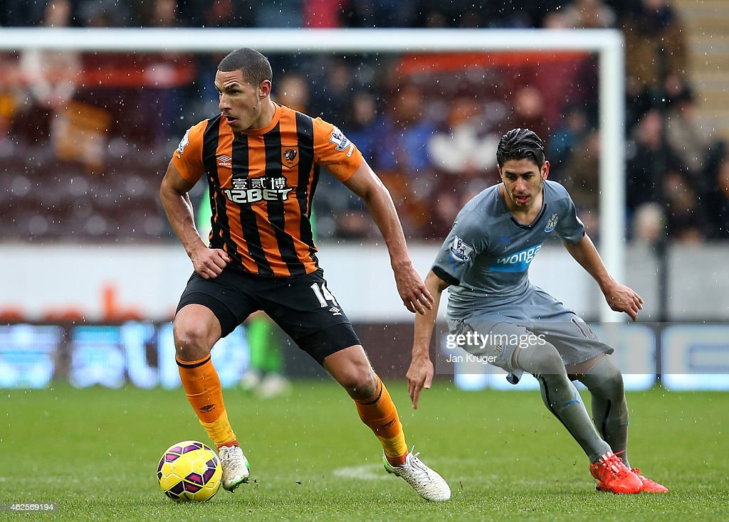 Jake Livermore of Hull City controls the ball from Ayoze Perez of Newcastle United during the Barclays Premier League match between Hull City and Newcastle United at KC Stadium on January 31, 2015 in Hull, England.