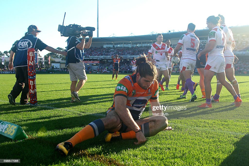 Jake Mamo of the Knights reacts after a Dragons try during the round 26 NRL match between the St George Illawarra Dragons and the Newcastle Knights at WIN Jubilee Stadium on September 3, 2016 in Sydney, Australia.