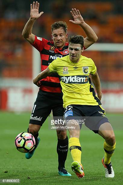 Jake McGing of the Mariners is challenged by Brendon Santalab of the Wanderers during the round four ALeague match between the Western Sydney...